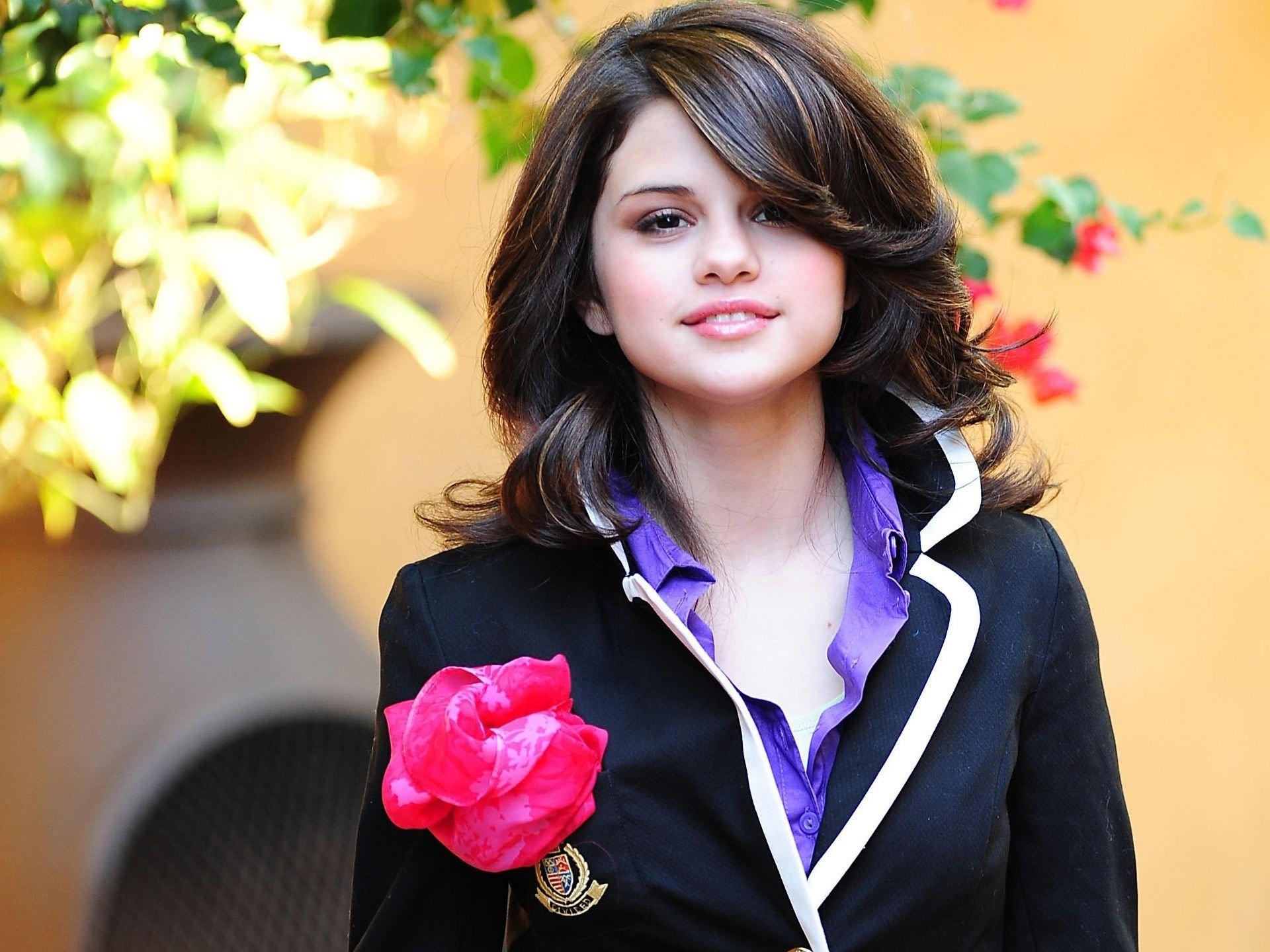 Biografia e carreira 1992 1999 Nascimento e infância Selena Gomez é filha única de Ricardo Joel Gomez e Amanda Mandy Cornett uma atriz de teatro antigo que