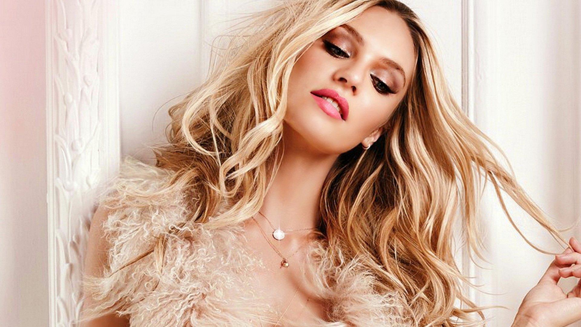 Сногсшибательная модель блондинка 11