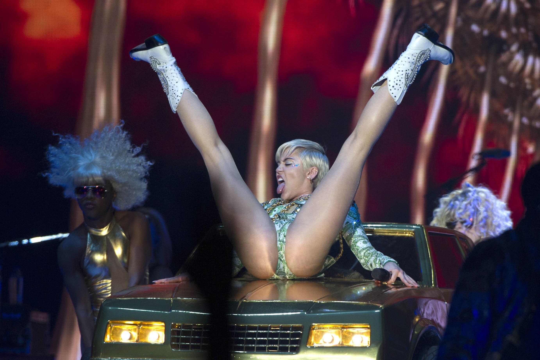 bbw-nude-miley-cyrus-nude-spread-america