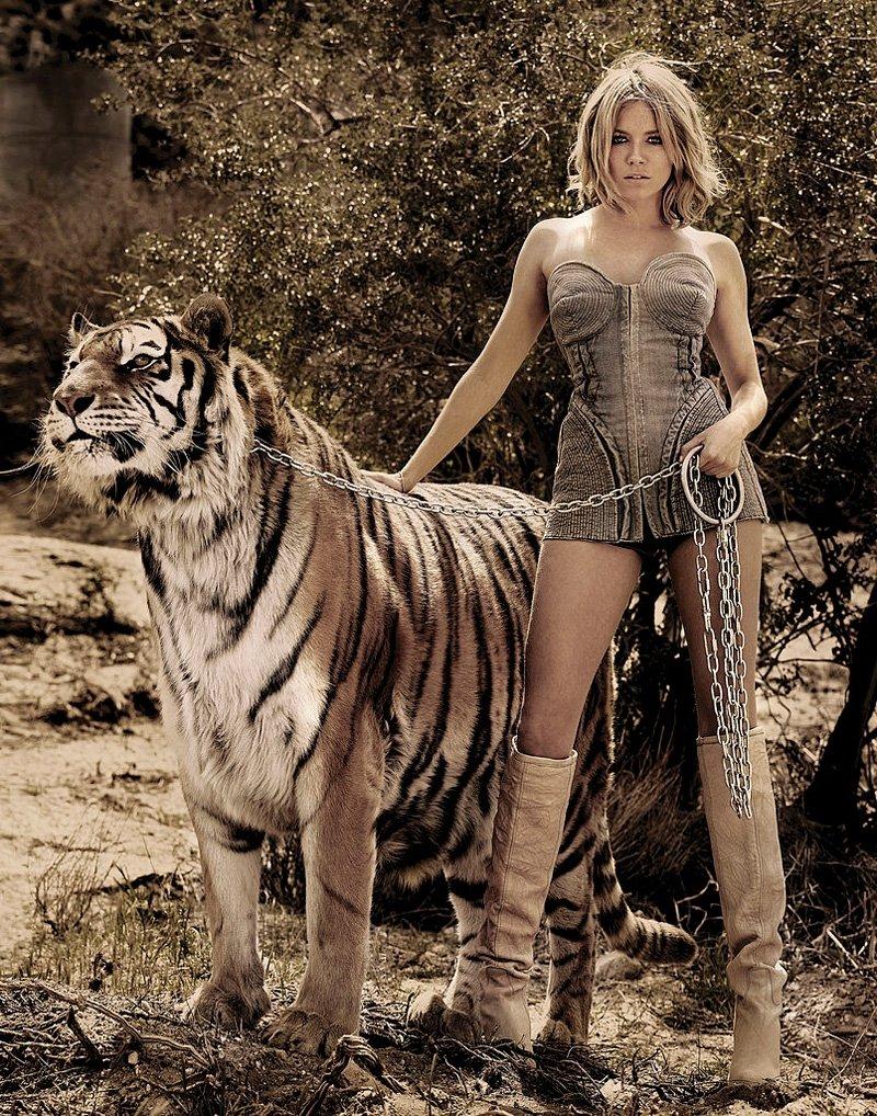Женщина с тиграми картинка