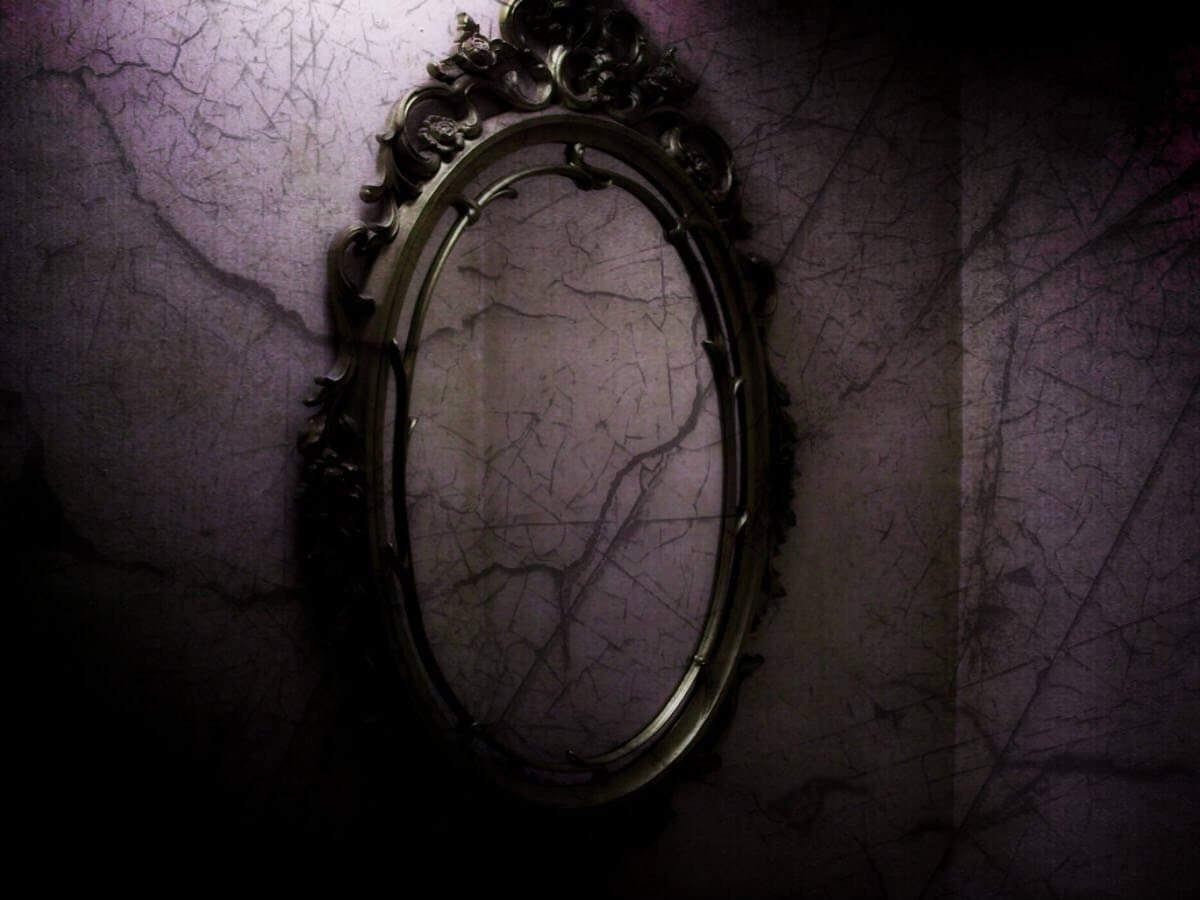 baby-picture-mirror-black-background