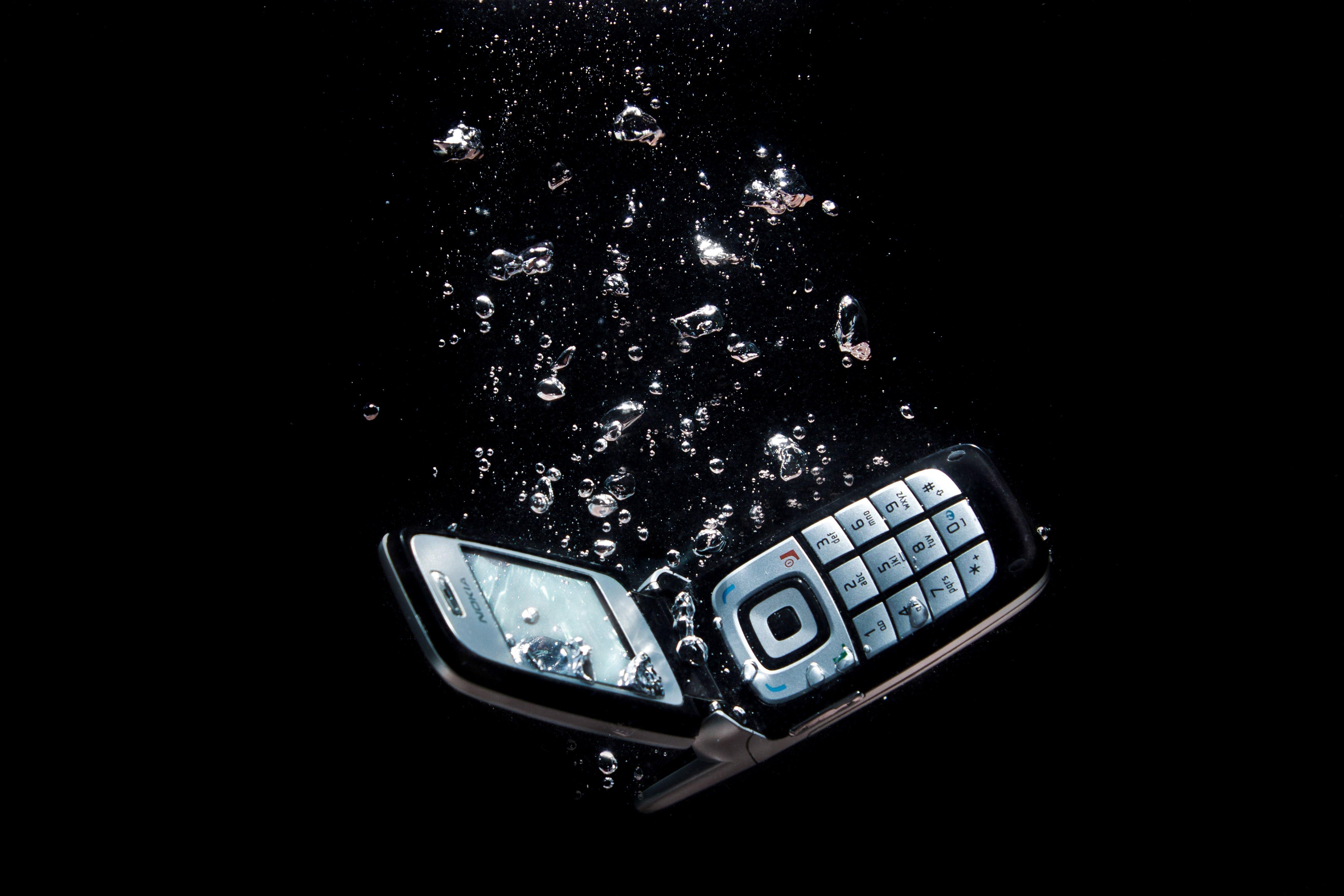 фотография на темном фоне для смартфона контактные линзы
