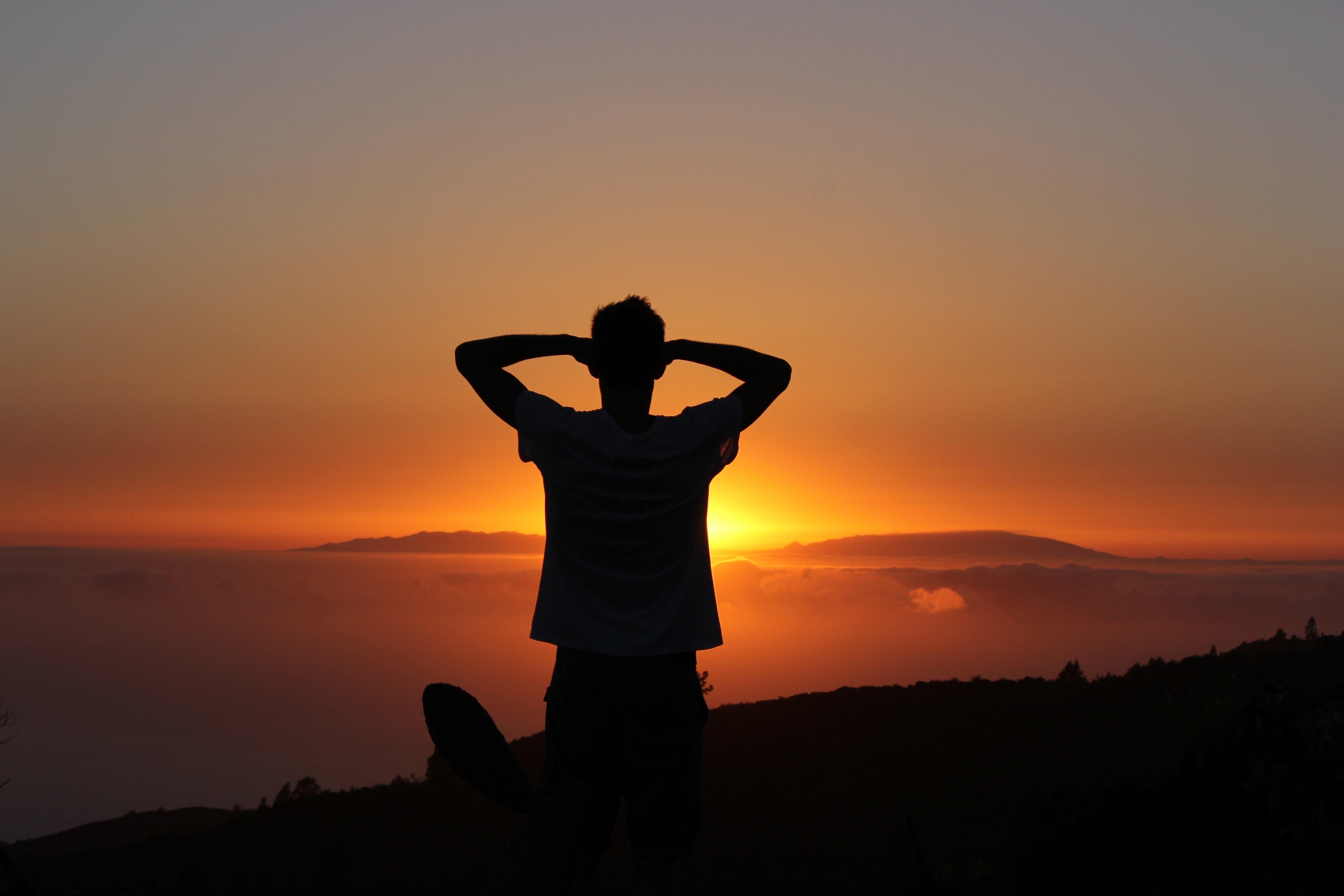 Фото парень на закате